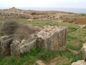 1280px-Tomb_of_the_Kings_Paphos_Cyrpus_3-2004